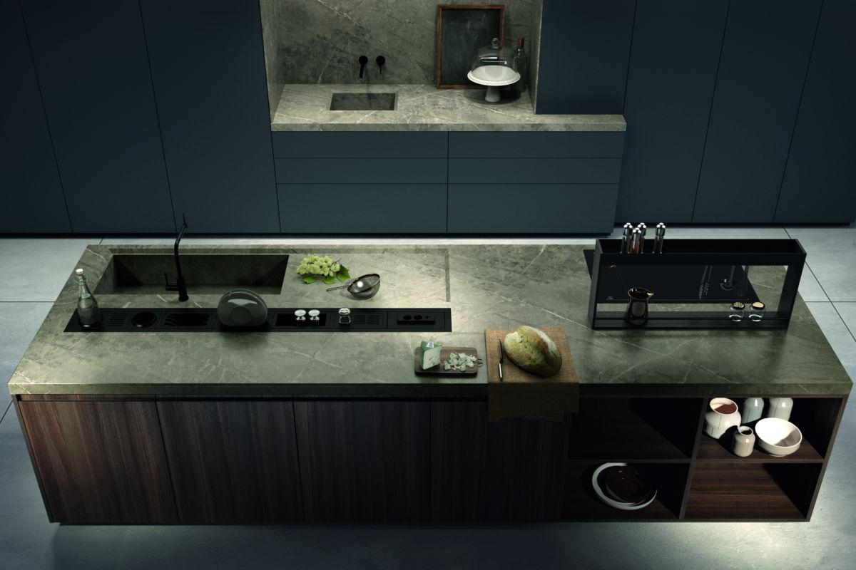 Cucina Moderna in Legno e Piano Cottura in Marmo